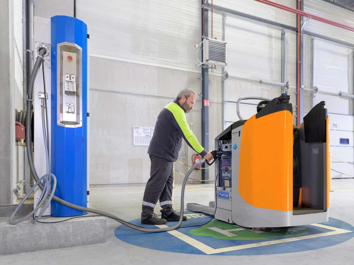 Wasserstoff-Tankstelle bei Carrefour für 137 Lagertechnik-Fahrzeugen der Still GmbH.